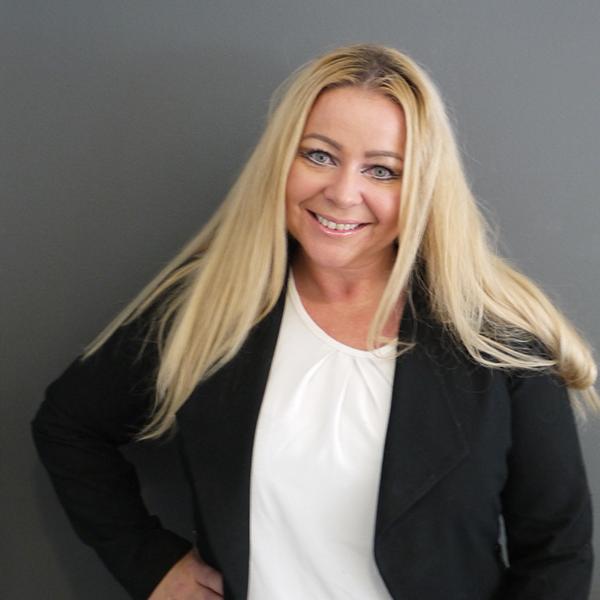 Hils på grunder og leder – Line Charlotte Rolfsnes